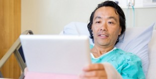 photodune-6691126-patient-using-digital-tablet-while-reclining-on-hospital-bed-m-848x518
