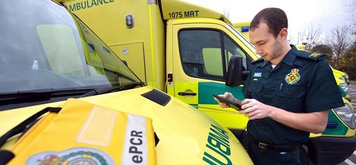 İngiltere'nin Ambulansları Tabletlerle Elektronik Kayıt Sistemine Geçecek
