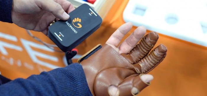 Felçli Hastaların Günlük İşlerini Yapmalarını Sağlayacak Robotik Eldiven Geliştirildi